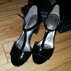 NWOB Bandolino Patent T-strap Peeptoe Heels ▪